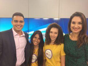 Victória e Enny acompanharam os bastidores da gravação do telejornal ESTV 1ª edição.